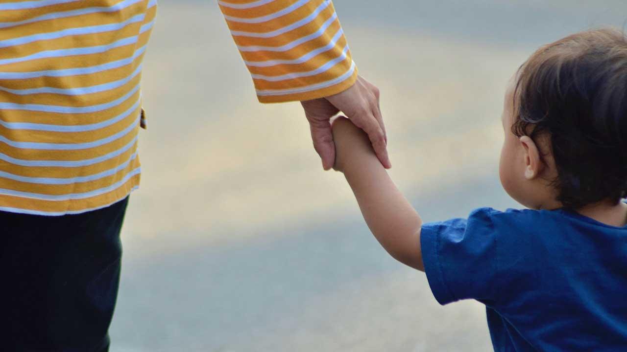 手を『つながない』という考え方【子どもとの手のつなぎ方】